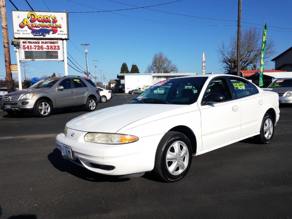 2004 /Gray Oldsmobile Alero GL1 Sedan (1G3NL52E24C) with an 3.4L V6 OHV 12V engine, 4-Speed Automatic Overdrive transmission, located at 3477 Main St., Springfield, OR, 97478, (541) 726-3823, 44.045738, -122.976952 - Photo #0